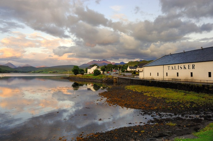 Talisker distillery on the Isle of Skye © Caroline Hampden-White